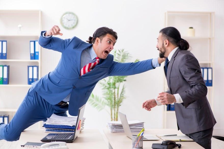 violence physique entre collègues